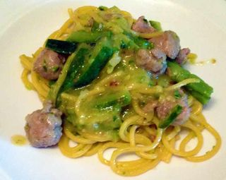 Spaghettoni_salsiccia_zucchine